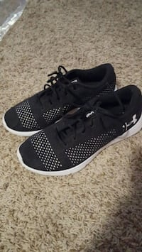 Women's under armour sneakers  Richland