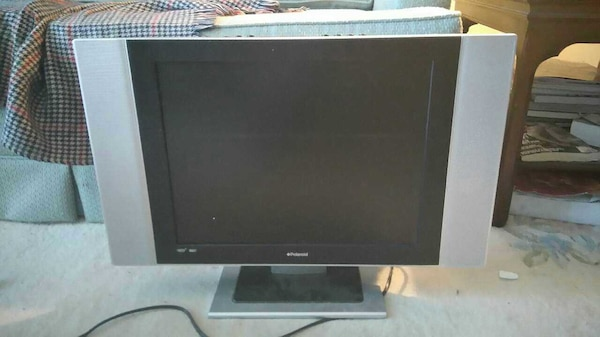 20 inch lcd flat screenTV almost new( used 6months d694121c-7477-4567-ad0c-bdc20b536299
