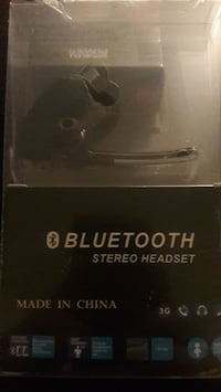 Voyager bluetooth earpiece stereo set
