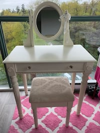 Vintage  style makeup table and chair set Vancouver, V5S
