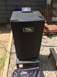 Used masterbuilt electric smoker. Comes with stand and cover. Just cleaned.