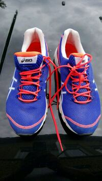 blue-and-red Nike running shoes Peterborough, K9K 2S5
