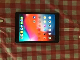 IPAD 5th GEN WITH SPECK CASE