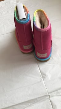 Girls Ugg's ~Brand new in box~ Toronto, M9M 0G4