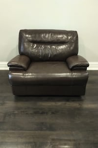 Brown electric Recliner 2 years old Vaughan, L4L 8S1
