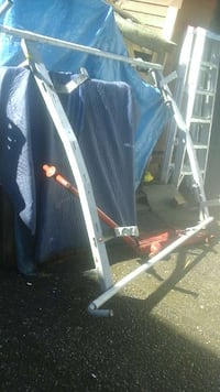 Ladder rack with locking spring loaded ladder mech North Saanich, V8L 3Z5