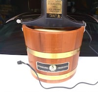 Old fashioned style (electric) ice cream maker. 5-quart drum. Works like a charm New York, 11229