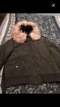 Nice olive green jacket size L/xl must sell woman  Montréal, H4E 1M6