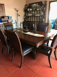 Formal dining room table and bakers rack Phoenix, 85016