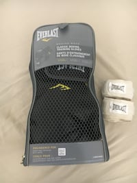 Everlast boxing gloves  Toronto, M1V 1Y8