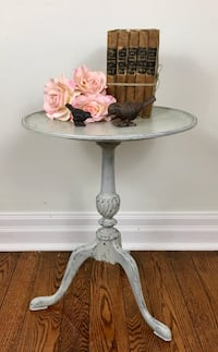 Vintage shabby chic occasional table/nightstand/side table  Mississauga, L5G 2K4