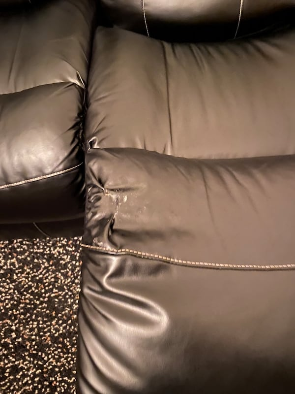 Sofa leather 8da620c7-8510-4620-85ce-b488dcd483e7