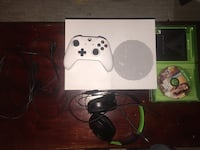 [PRICE NEGOTIABLE] Xbox One S w/ Controller, Headset, and Gta 5 Arlington, 22204