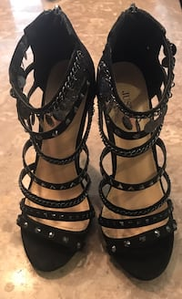 pair of black leather open-toe heeled sandals Ontario, 91761