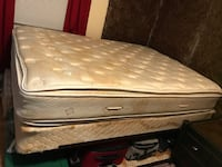 Queen mattress set... Taylors, 29687