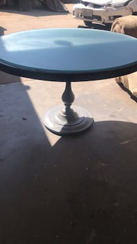 Table with Gkass Top Poway, 92064