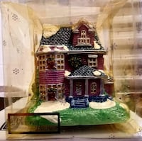 VICTORIAN HOUSE CANDLE.   HOUSE.      by DELICATES San Diego, 92110