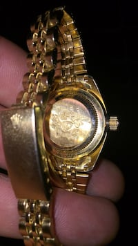 round gold-colored chronograph watch with link bracelet Hull, 30646
