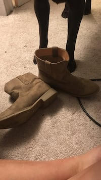 Size 9 boots East Stroudsburg, 18301