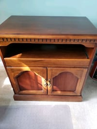 Wood TV stand Dumfries, 22025