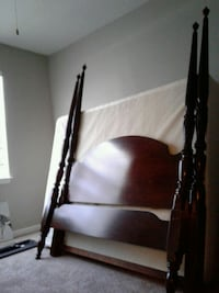 Beautiful Queen Cherry Wood Bed Frame $200. Euless, 76039