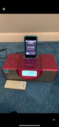 iHome alarm clock/radio with ipod touch