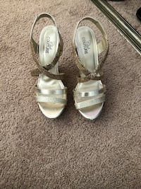 pair of white leather open-toe heeled sandals Kingston, K7K