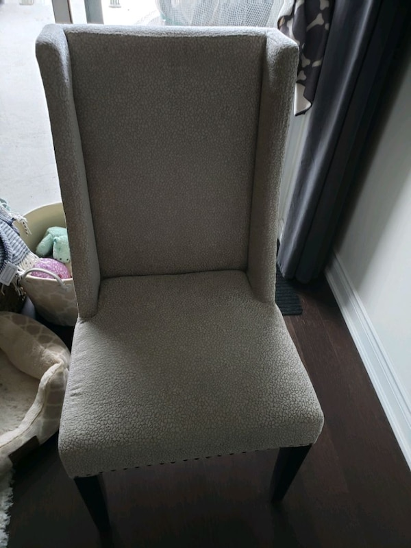 2 Accent chairs 58e48375-ba88-4874-86c1-61ab5588a25b