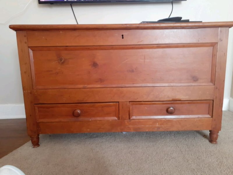 Antique Cedar Quilt Chest In Louisville