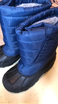 Snow Boots size 1 almost new Aldie, 20105