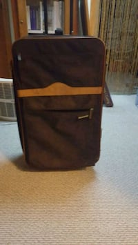 Suitcase with wheels and pull handle Beaver Falls, 15010