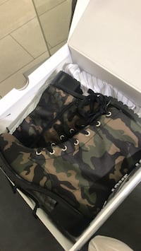Green-beige-and-black woodland camouflage combat boots with white box Toronto, M5V 2A5