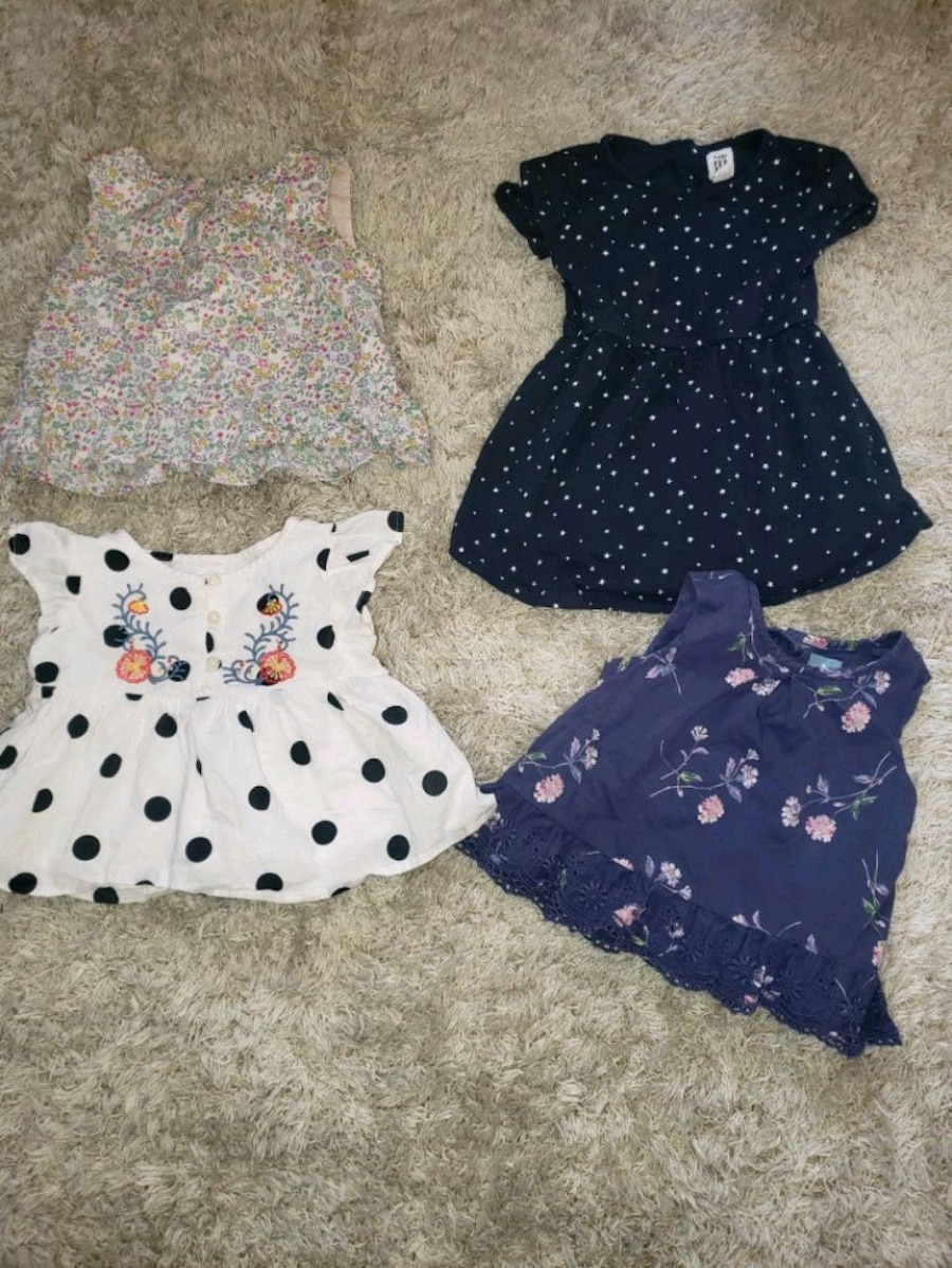 Photo 18-24m Girl Baby gap. 3 tops and 1 dress