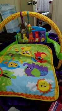 baby's green and blue activity gym Gonzales, 93926