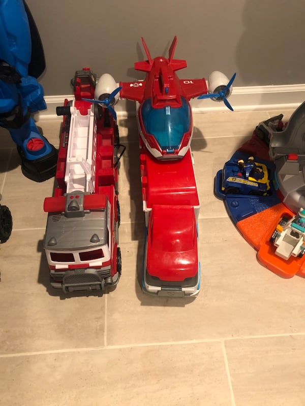 Paw Patrol fire truck aircraft carrier and Look Out Tower caf7cda8-47c1-49b1-a6ed-e5340655804c