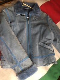 Nice shape size small ladies suede jacket Ottawa, K1H 7K9