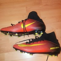 Preowned: Nike. SIZE 7.5 Mercurial Soccer Football Shoes  Excellent  Edmonton, T6X 1J9
