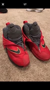 pair of red-and-black Nike basketball shoes Clarksburg, 20871
