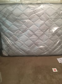 Quilted white and gray mattress Baton Rouge, 70815