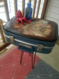 Adorable vintage suitcase end table New Berlin, 53151
