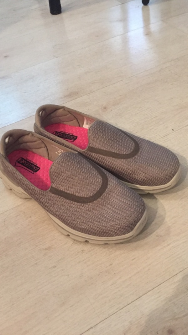 4dbca16fe7bd Used Pair of Skechers ladies size 6.5. Excellent condition for sale in Palo  Alto - letgo