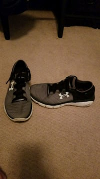 pair of black-and-white Under Armour sneakers Crofton, 21114