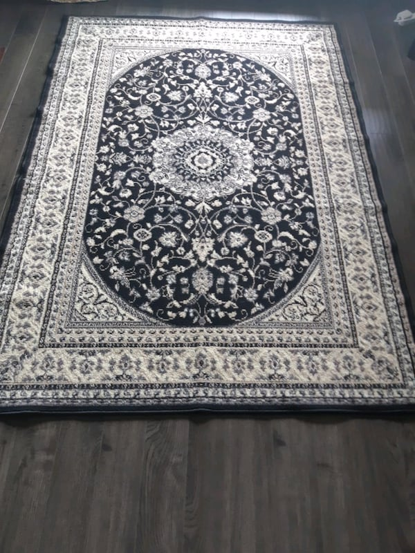 Carpet I sell 3 equal rugs for one $ 75 in good co 95b66982-f1e4-4661-84ef-5f3a4b0662d3