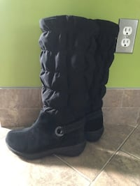 Columbia women's boots size-6 -like new Port Coquitlam