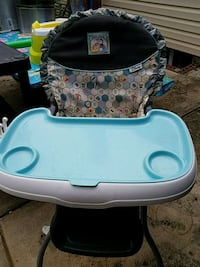 baby's blue and white high chair Frederick, 21701