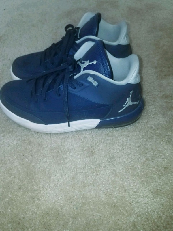 Size 9 jordan shoes
