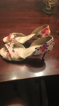 Women's pair of multicolored floral peep-toe pumps. worn once for my wedding rehearsal. size 6 Wilmington, 28405