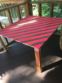 Pink striped coffee table  56 km