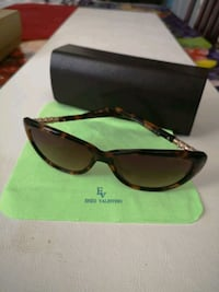 Enza Valentine sunglasses with case