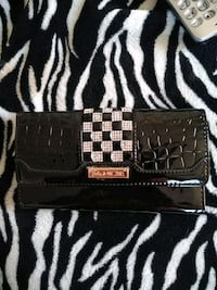 black and white leather wallet 367 mi